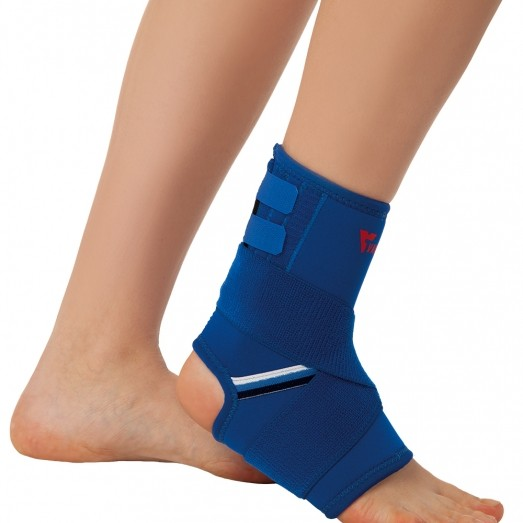REF 824 Ankle Brace With Bandage